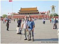 Gustavo y Claris en Plaza de Tian 'anmen