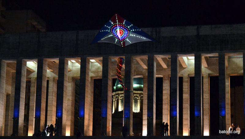 Barriletes en el Monumento a la Bandera