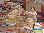 Huguito y la pila de libros